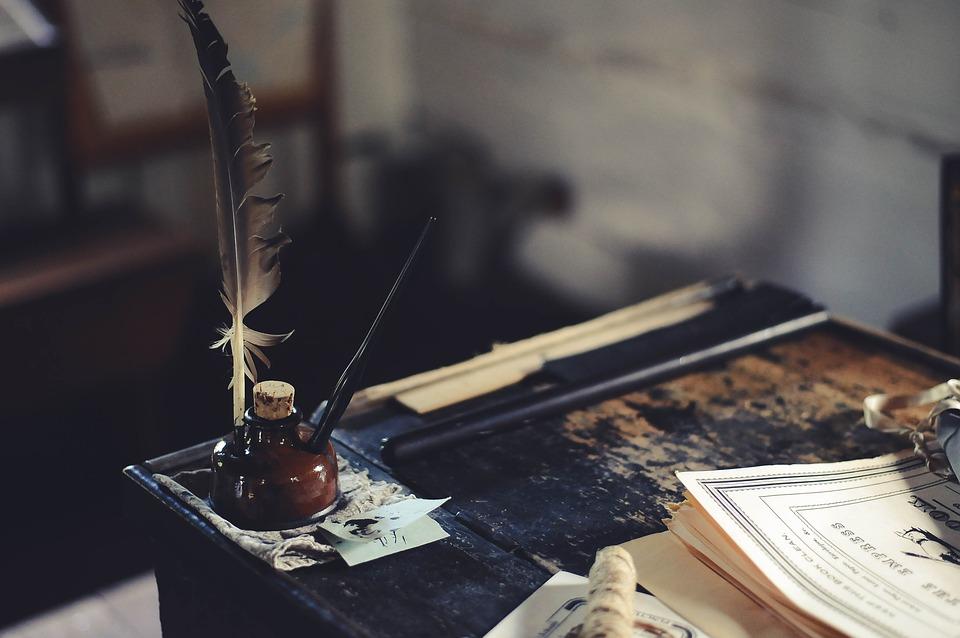 desk-1869579_960_720